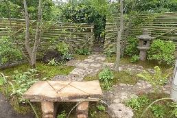 創作竹垣に囲まれた和モダンの小庭2